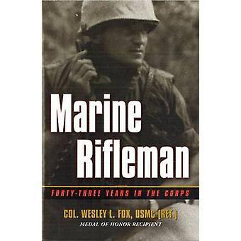Marine Rifleman-Vierundvier-Jahre im Korps von Wesley L. Fox-97