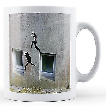Utskrevne krus med Banksy, 'Hoppe Windows' kunstverk