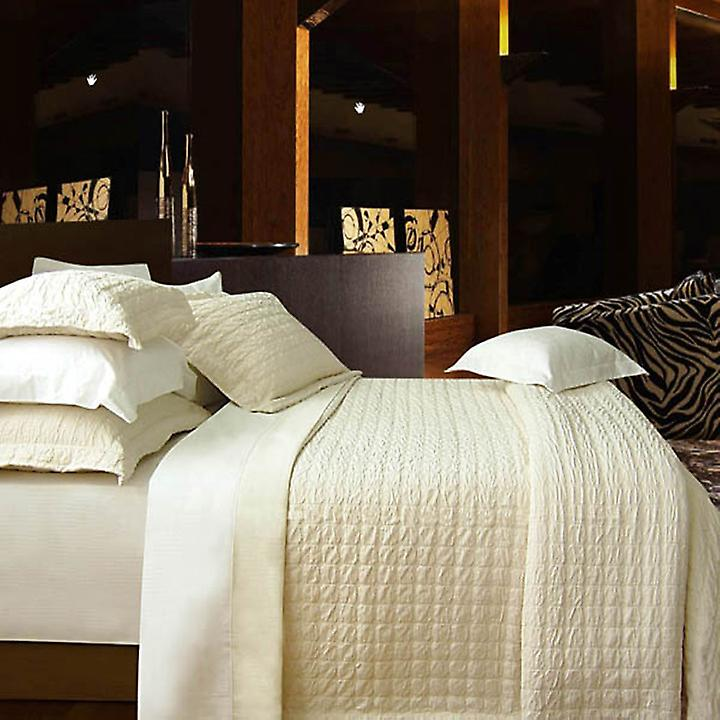 Santinia Throwover Bedspread
